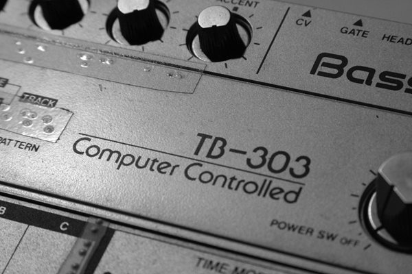 Vintage TB-303 music tech (photo by Alexandre Dulaunoy, courtesy of Wikimedia Commons)